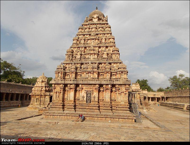 Driven: Bangalore - Trichy - Tanjore - Kumbakonam - Velankanni - Chidambaram-dscn0597.jpg <br /> <br /> Visited <b>Kumbeshwarar Temple</b> on the way back to Hotel. It was very crowded and hence could not go inside. It was also drizzling. Went back to the hotel and parked the car in there. Proceeded to <b>Mahamaham tank</b> by walk. From there hired an auto for Rs 40 and proceeded to <b>Sarangapani Temple. </b><br /> <br /> <a href=