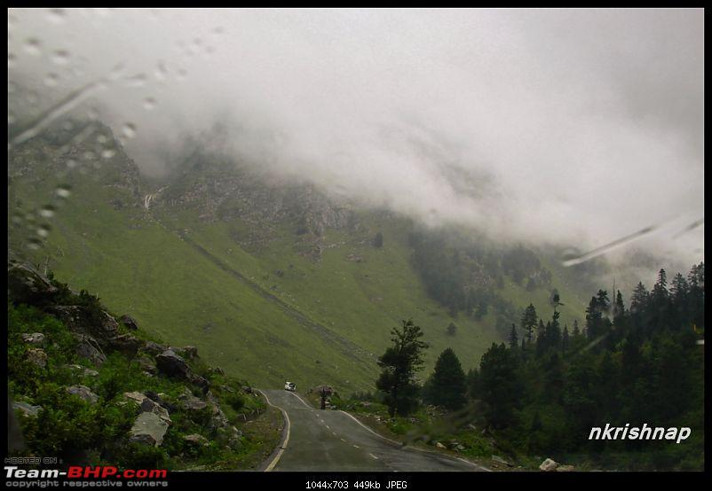 A glimpse of Paradise (Leh): 7300 kms, 8 States in a Linea-sonmarg-rain-2.jpg