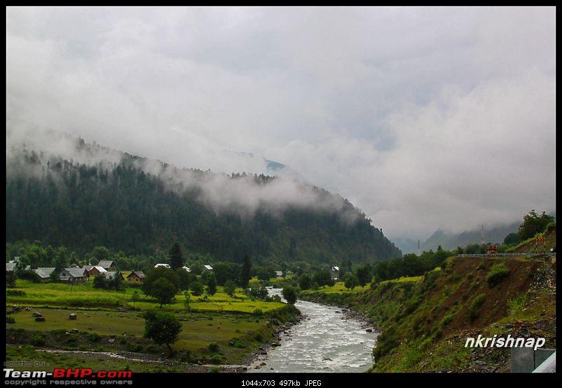 A glimpse of Paradise (Leh): 7300 kms, 8 States in a Linea-sonmarg-river.jpg