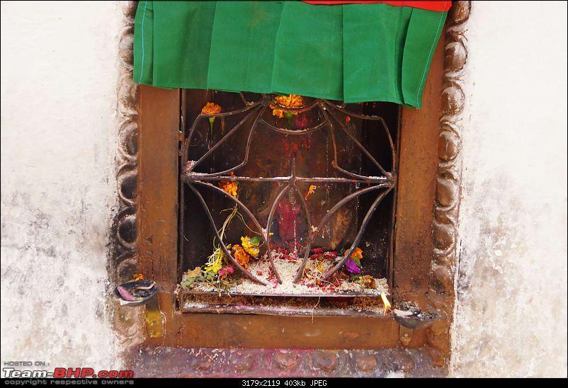 Nepal (Kathmandu and Pokhara) : Dashain, Religion, Phailin and Fun-boudhanath-28.jpg