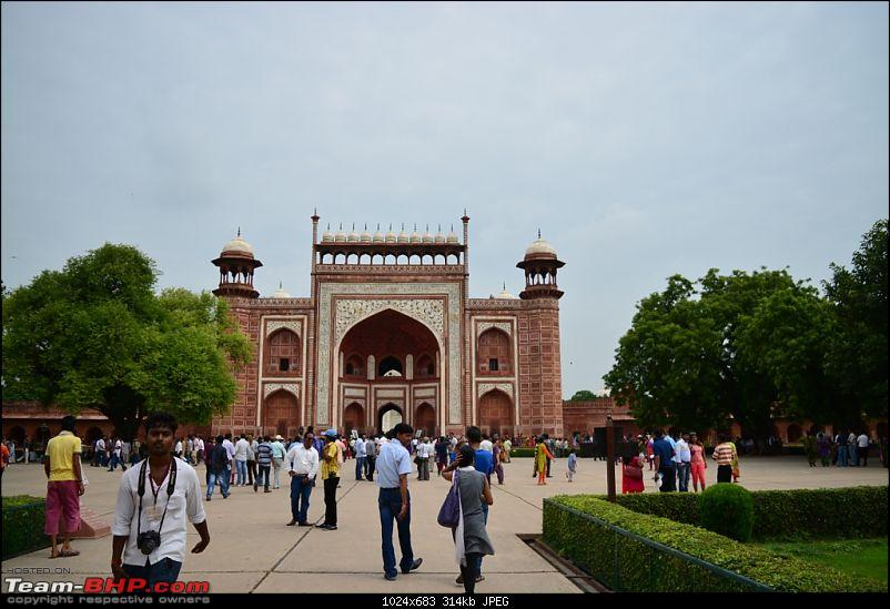 A day to appreciate the beauty of Taj Mahal, Agra-entrance.jpg