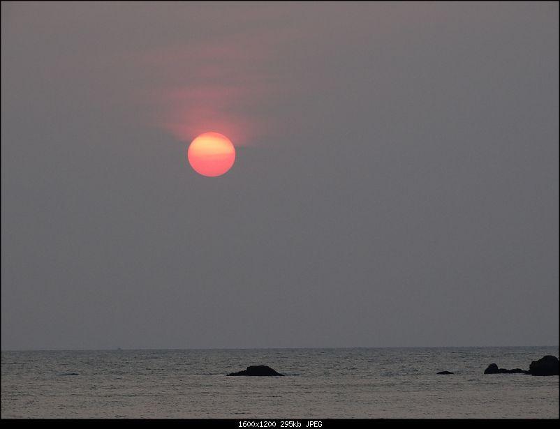 Lazing around on a beach in Goa-dsc00584.jpg