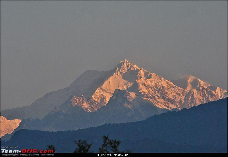 In the abode of the Himalayas - Hiking 4000 meters up to Dzongri-partlightmountains_01.jpg