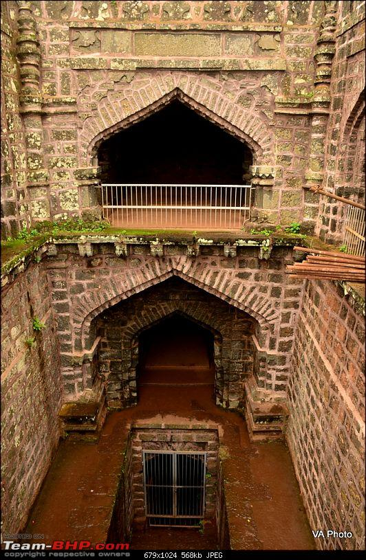 A Monsoon Solo: Kolhapur, Ganpatipule, Ratnagiri &amp; beyond-1dsc_9354.jpg The bawdi had spaces such as these for soldiers to live on either side  of the main open air atrium that led to the water (one such space is  seen below). The soldiers could, in the event of a desperate retreat,  poison the water supply leaving the fort unlivable. <br /> <a href=