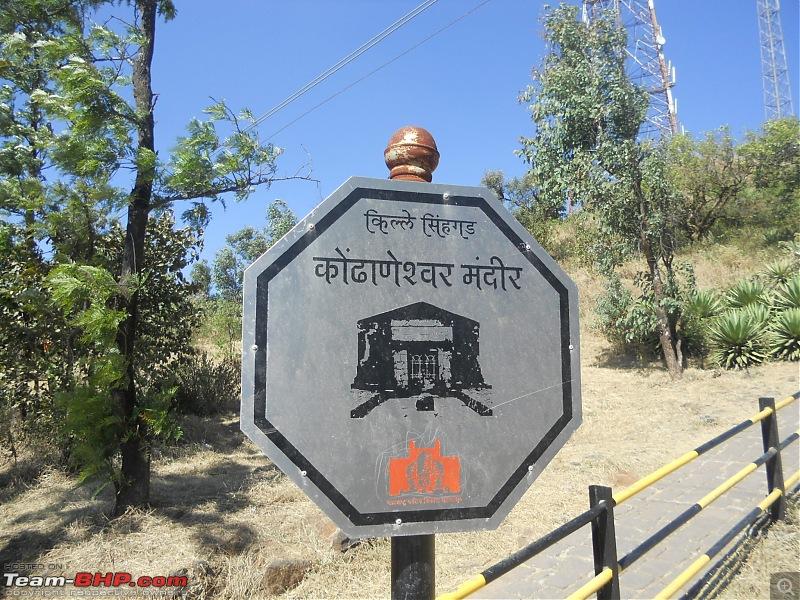 With my TUV300 to Sinhagad Fort, Balaji Temple, Narayanpur & Shivthar Ghal-10signboard-showing-way-kondhaneshwar-temple.jpg