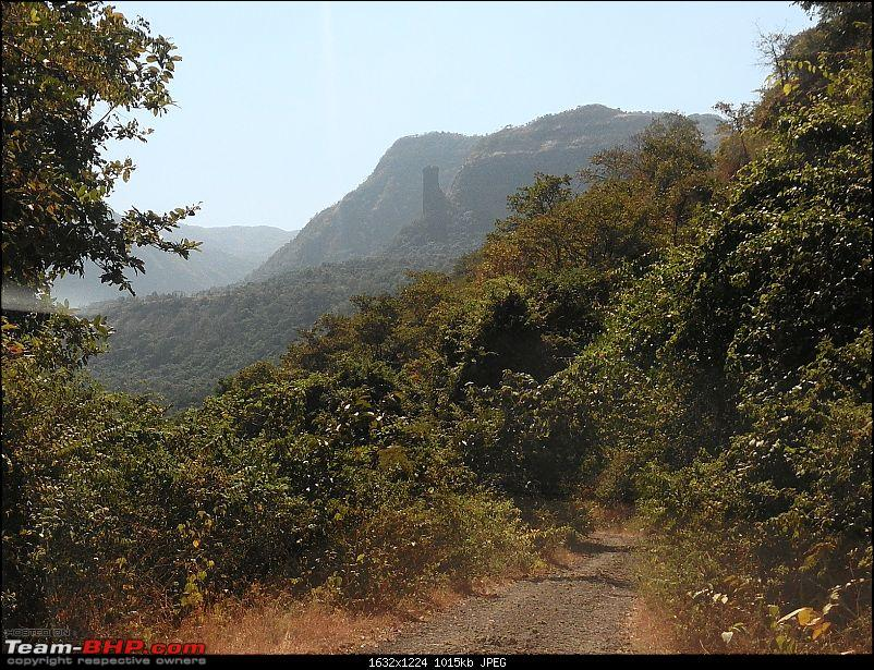 With my TUV300 to Sinhagad Fort, Balaji Temple, Narayanpur & Shivthar Ghal-35road-vanishing-jungle-notice-rock-patch-top.jpg