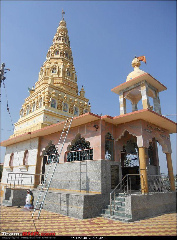 With my TUV300 to Sinhagad Fort, Balaji Temple, Narayanpur & Shivthar Ghal-04the-older-temple.jpg
