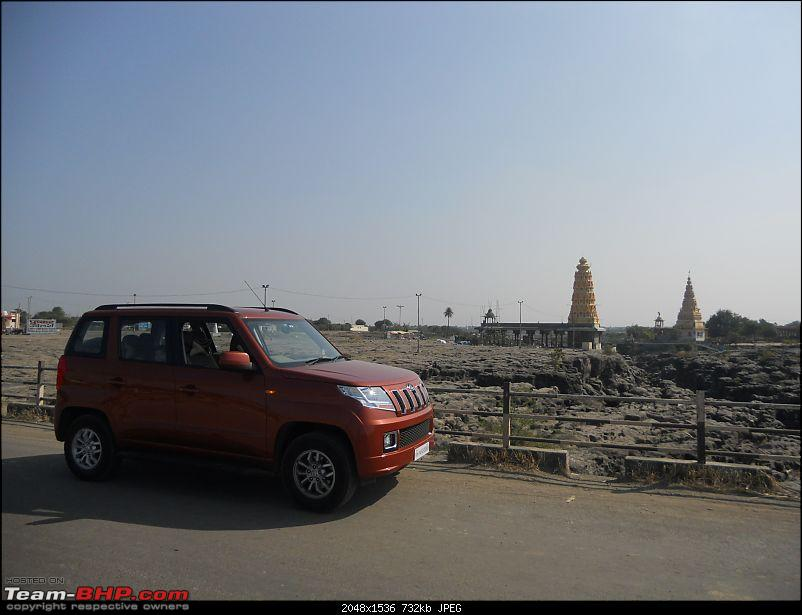 With my TUV300 to Sinhagad Fort, Balaji Temple, Narayanpur & Shivthar Ghal-11the-orange-tank-twin-temples-river-bank-backdrop-my-point-view.jpg