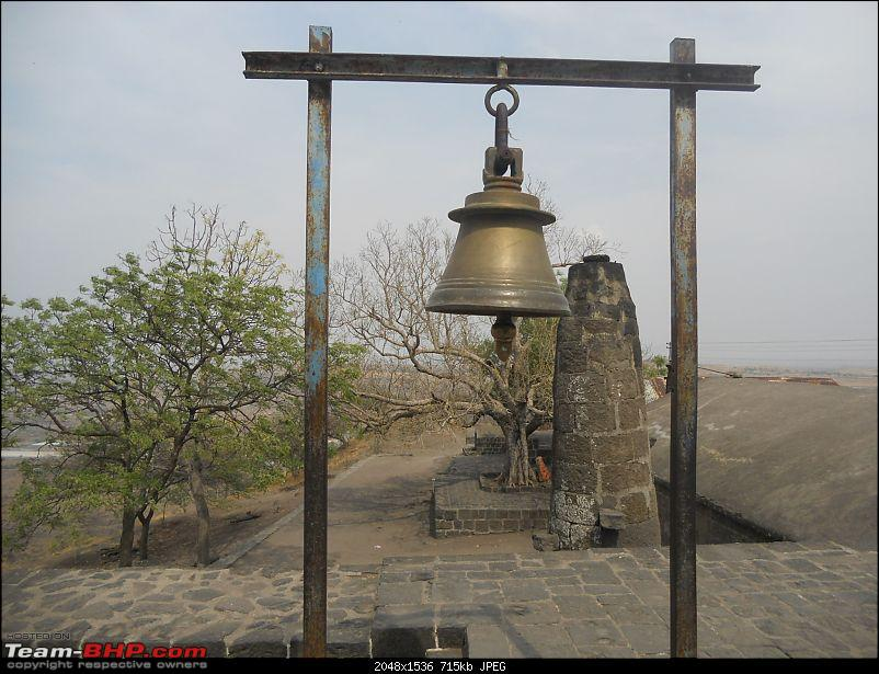 Short Sunday drive to Theur Chintamani & Bhuleshwar Temples-another-view-bell-deepstambh-backdrop.jpg