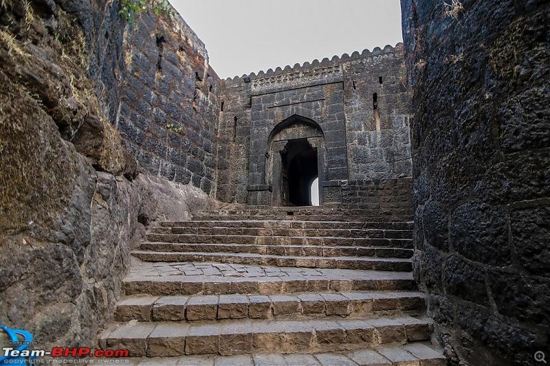 Road-Trip: Hyderabad to Mahabaleshwar-pratapgarh-fort-gate-.jpg