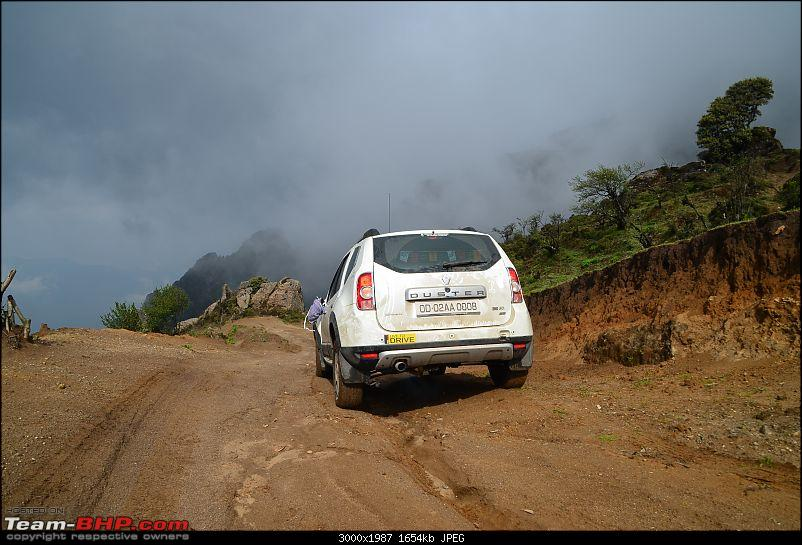 Pajero, Duster &amp; Thar: Zero visibility raid on Sandakphu!-dsc_0225.jpg <br /> Bow down to the machine<br /> <a href=