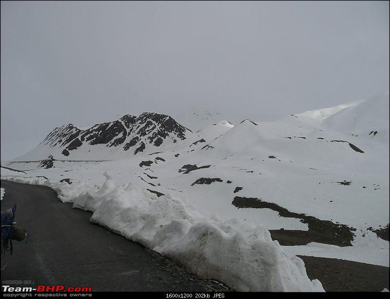 Delhi-Leh-Delhi, 3058kms, 3 guys, 9 days, Best part..we did it on bikes-32.jpg</a><br /> <br /> Our hands were numb and we were desperately looking for a place to get warm.</div>   <div style=