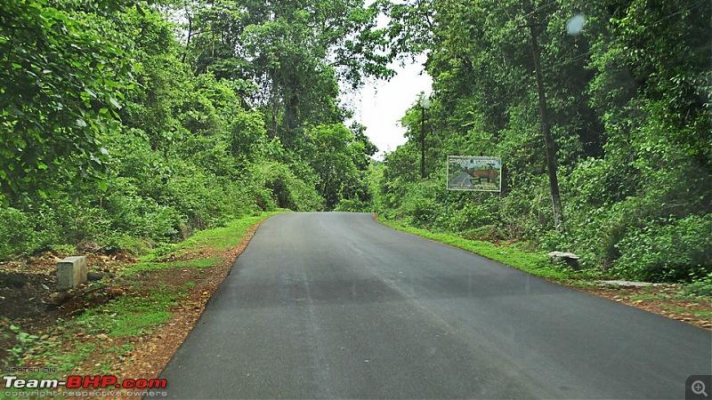 Photologue: Bangalore -> Kollur -> Murudeshwara drive-image00021.jpg