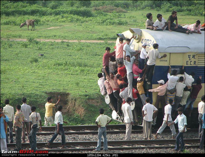 Chasing Solar Eclipse, Taregna, 22/09 -->> Kol-Kodarma-Patna-Tarenga-Patna-coming-train.jpg