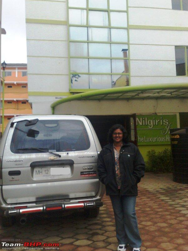 Name:  a Chevy and wifey in front of our hotel.jpg