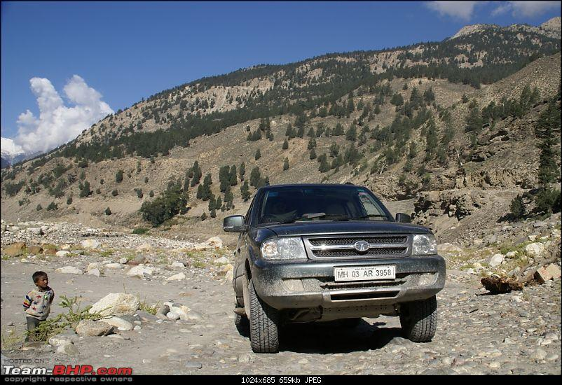 The Himachal Tribal Circuit - 2009-15-guy-checking-car-again.jpg