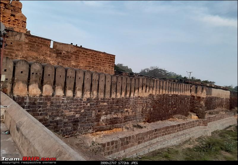 Baloo & I: Reset at an Ashram, and drive into the glorious past of the Chola empire-part3-pic12-outermost-wall-closer-view.jpg