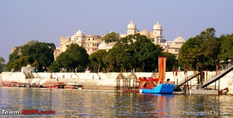 Name:  Boat ride _ Pichola Lake_City Palace and surroundings 1.JPG