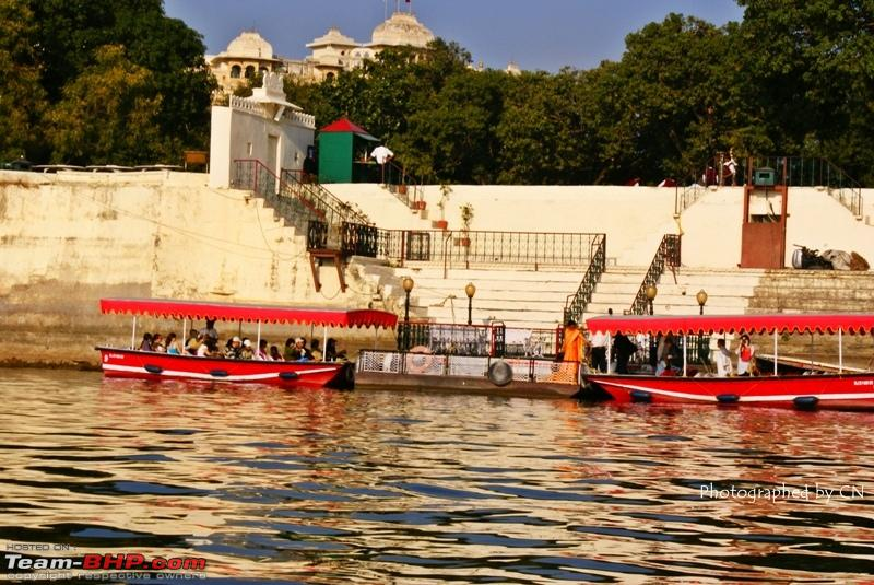 Name:  Boat ride _ Pichola Lake_City Palace and surroundings 9.JPG