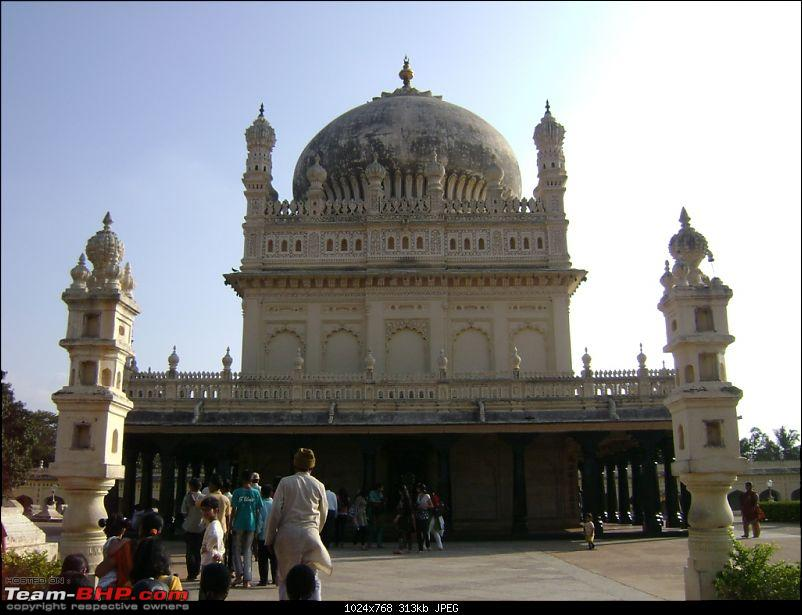 Story of a Vacation (:-))-08-gumbaz.jpg