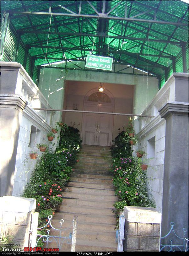 Story of a Vacation (:-))-31-up-close-nehru-house.jpg