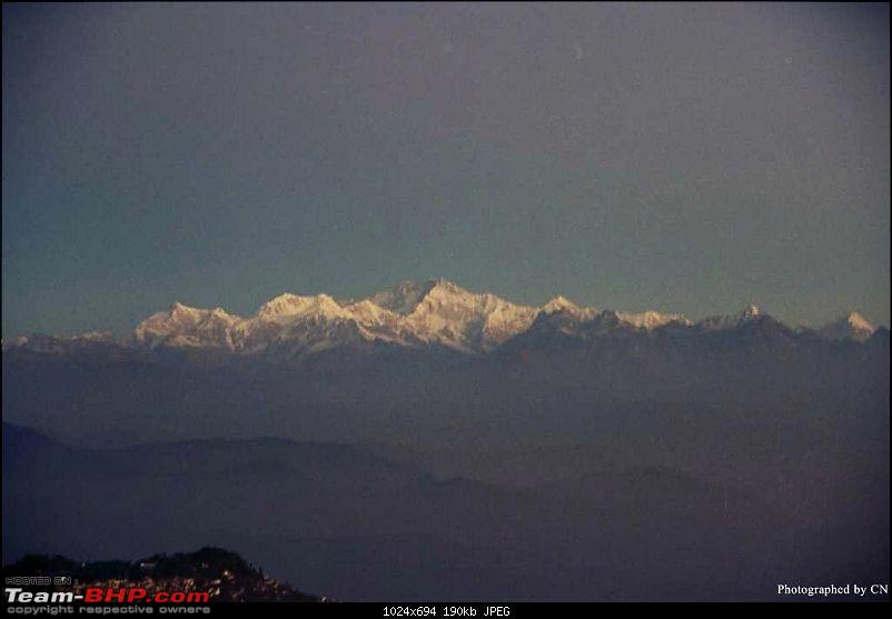 Gross Travelling Happiness - Bhutan, Sikkim, Darjeeling-kanchenjunga-6am-moonlight.jpg