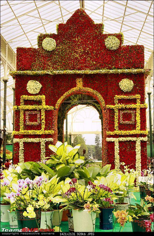 Lalbaugh Flower Show: A Small Photologue-flower-gate.jpg