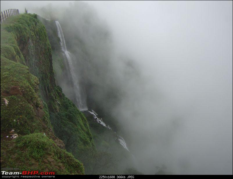 Monsoon Break : Hills, waterfalls and temples!-23kavlesaadpointamboli.jpg