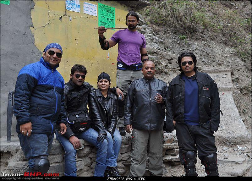 Ladakh.....Age no bar-all-riders-towards-manali.jpg