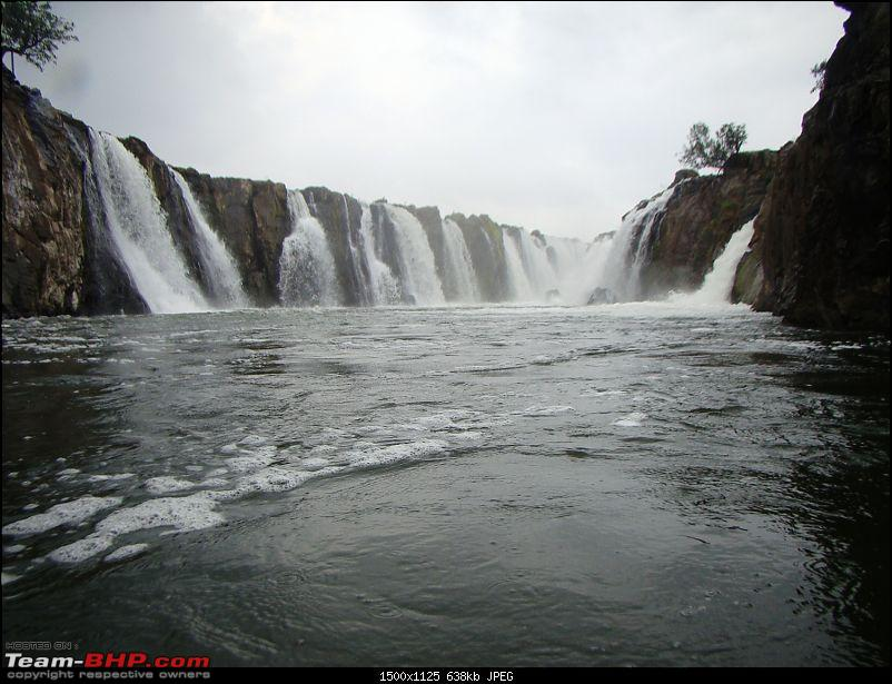 Southern Odyssey : 5000 kms through South India-9-hogenakkal-waterfall-3.jpg