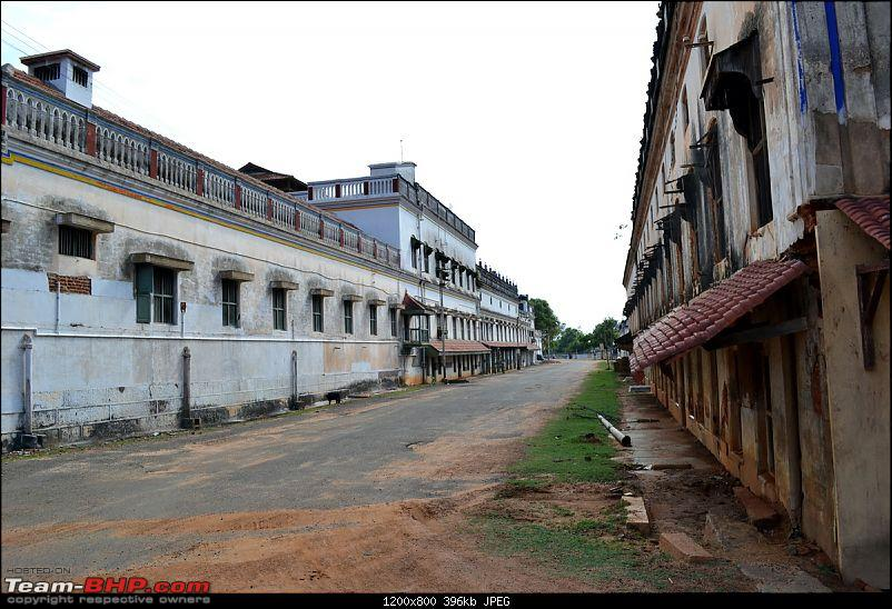Fauji's Drivologues: Charming Chettinad - Magnificent Mansions & Mouth Watering Menus-road-flanked-mansions.jpg