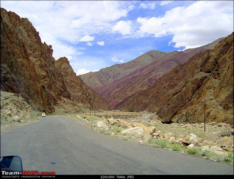 Fauji's Drivologues : Magical Mountainscapes - A Pictorial ode to Ladakh!-87-leh-city.jpg