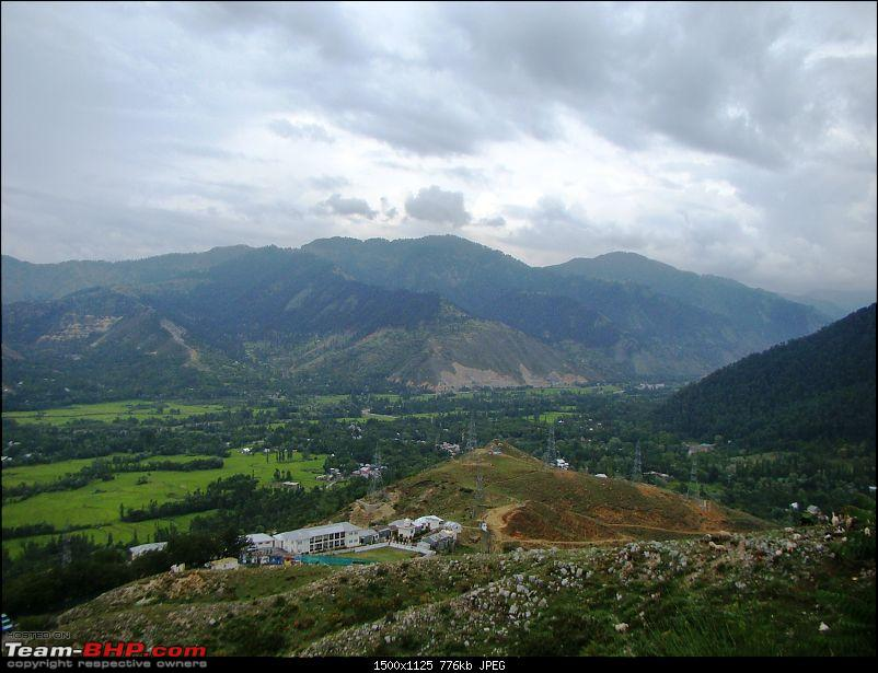 Ladakh: A sojourn to the roof of the world�over 21 days and 6500kms!!-d4-6-first-view-kashmir-valley.jpg