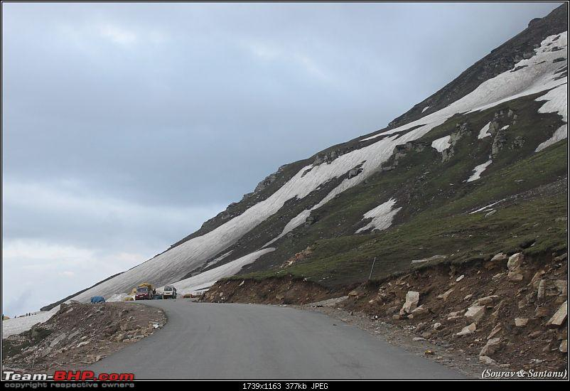 A journey through Leh & Ladakh � Barren beauty at its best-101-thats-rohtang-top-tourists.jpg