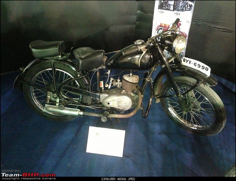 Vintage bike display at India Superbike Festival, Pune-jawa02.jpg